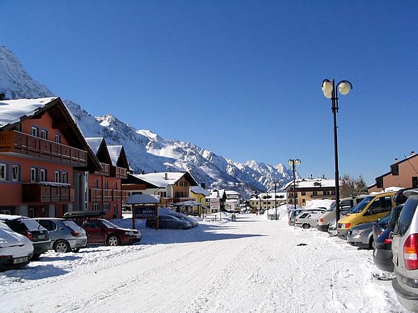 I paesi della val di sole d 39 inverno paesi val di sole - Residence sulle piste da sci con piscina ...